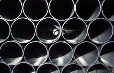 lifting pipes